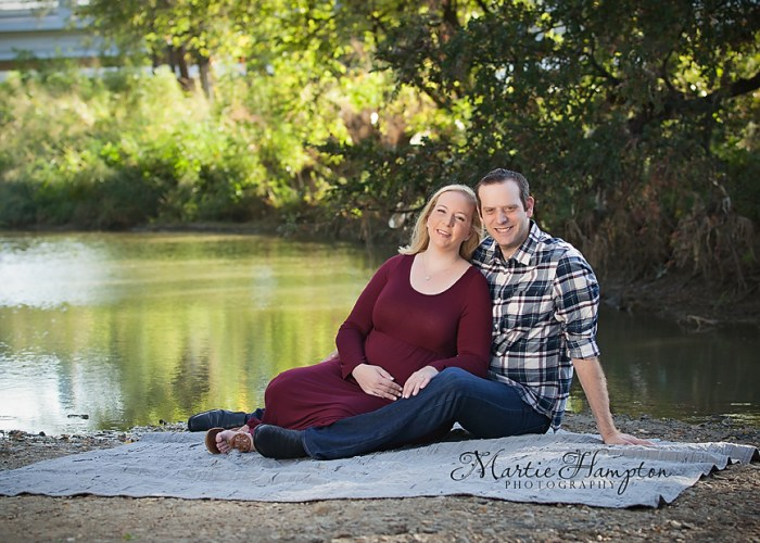 maternity photographer outdoors pregnancy