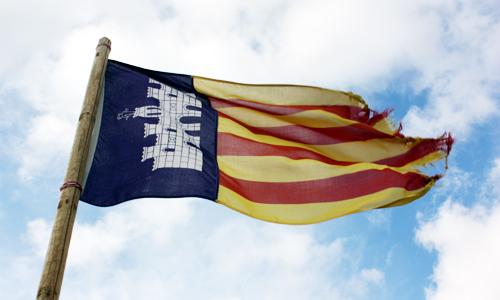 mallorca zeigt flagge mallorca