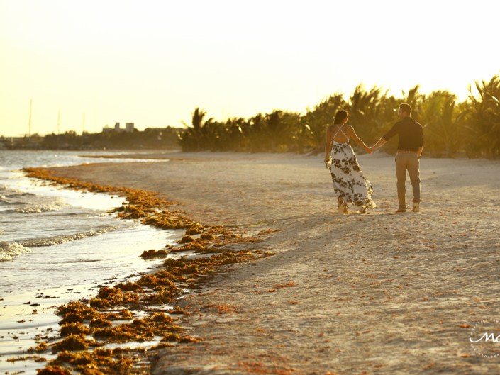 Beach engagement photos in Riviera Maya, Mexico. Martina Campolo Photography