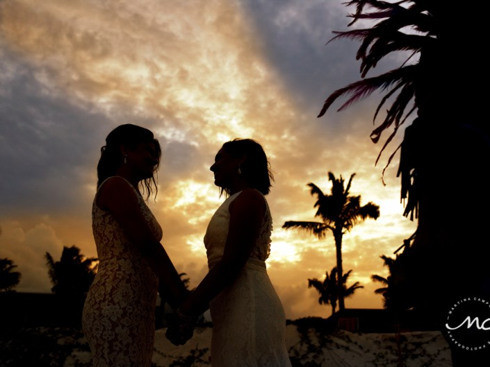Brides silhouettes. Andaz Mayakoba Wedding Photography by Martina Campolo