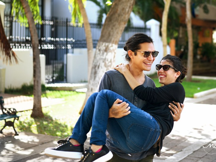 Couples Portraits in Paseo Montejo, Merida, Yucatan, Mexico by Martina Campolo Photography