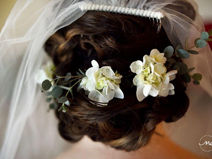 Wedding hair detail with natural flowers by Doranna Hairstylist. Martina Campolo, Hacienda del Mar Wedding Photography