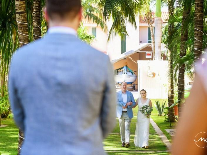 Here comes the bride. Hacienda del Mar garden wedding in Puerto Aventuras, Mexico. Martina Campolo Photography