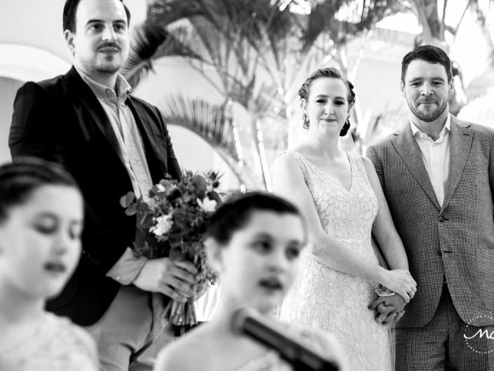 Girls sing live at wedding ceremony in Hacienda del Mar, Puerto Aventuras, Mexico. Martina Campolo Photography