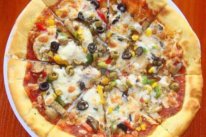 Pizza. Fuente: Wikipedia. Autor: Silar