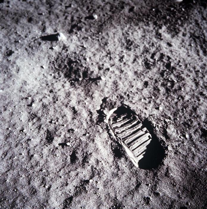La NASA enviará a dos astronautas, un hombre y la primera mujer astronauta estadounidense que pisarán el Polo Sur lunar en el año 2024. Image Credit: NASA