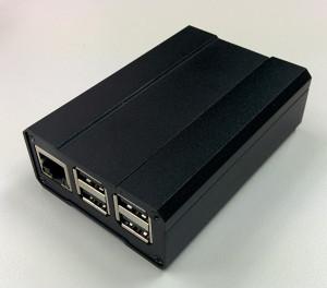 Vorne passen Ethernet- und USB-Buchsen perfekt in die Aussparungen
