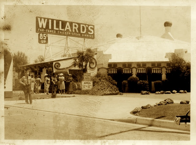"Willards restaurant at Los Feliz and Hillhurst - ""Far Famed Chicken Steak Dinners"""