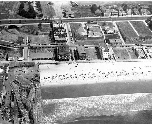 Aerial photo Santa Monica beach and pier, 1924