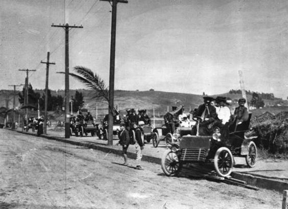 Motorists gather to celebrate the completion of Sunset Boulevard, 1904