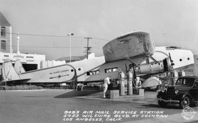 Bob's airmail service gas station, 5453 Wilshire Blvd, Los Angeles
