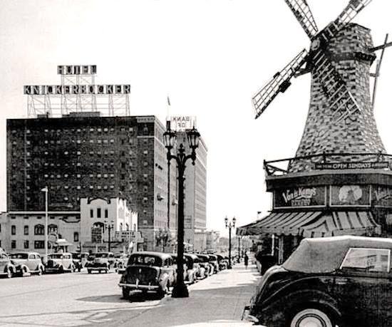 Van de Kamp Dutch Bakery at Ivar St and Yucca Ave, Hollywood, 1940