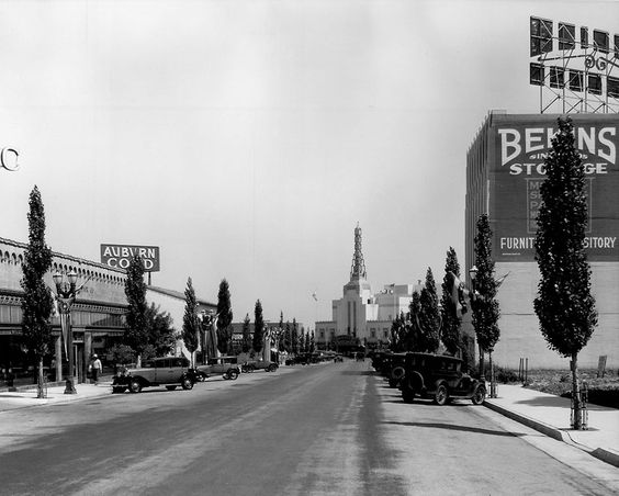 Looking southeast along Canon Drive toward the Warner Bros. Theater on Wilshire Boulevard, Beverly Hills, 1936