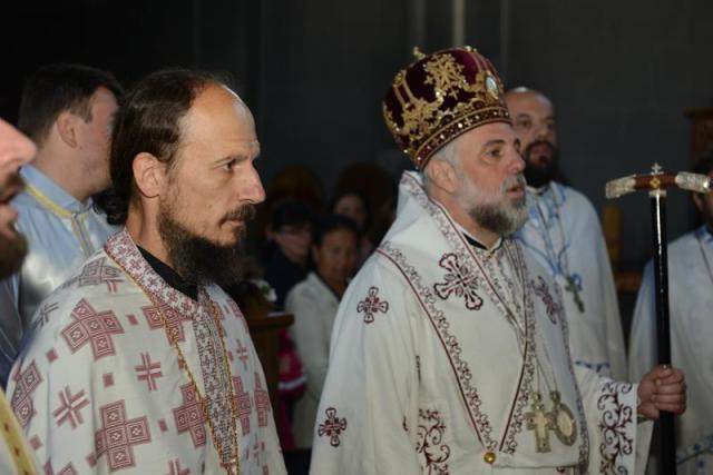 AVERTISMENTUL LUI DUMNEZEU: Un pseudo-episcop a luat foc la momentul împărtășirii credincioșilor
