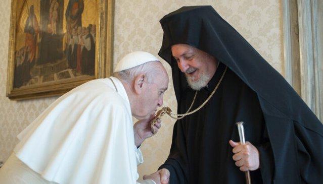 """Ereticul Papă Francisc îndeamnă la sfărâmarea """"zidului prejudecăților"""" existente între Catolicism și Ortodoxie"""