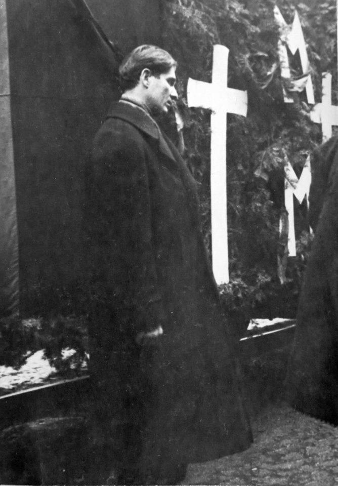 Capitanul Corneliu Zelea Codreanu la Gara Mota Marin