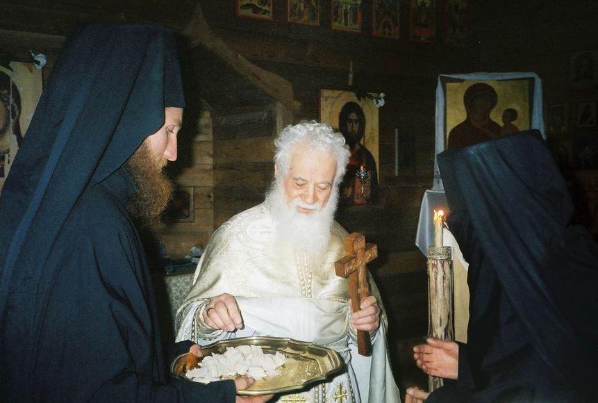 39-parintele-gheorghe-calciu-marturisitorii-ro-slujba