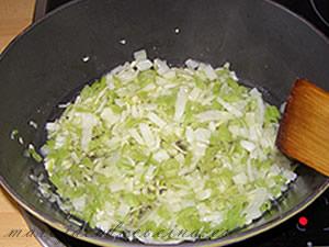 Hacemos el sofrito con el ajo, la cebolla y el pimiento