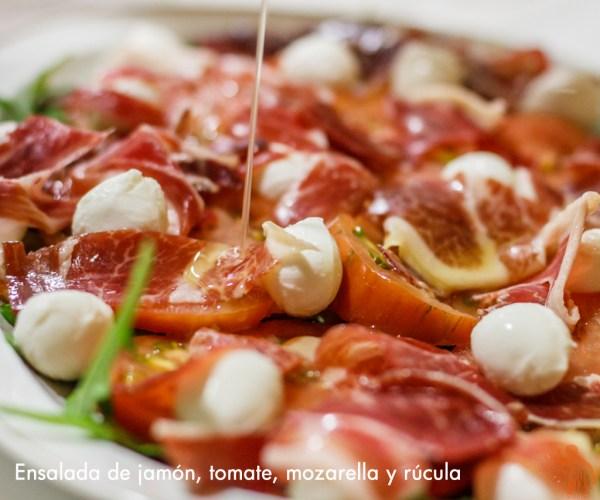 Ensalada de Jamón, rúcula, tomate y mozzarella GR