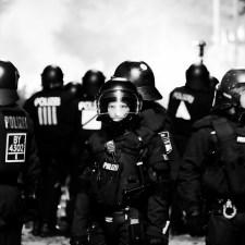 G20-Doku: Mitten zwischen den Fronten