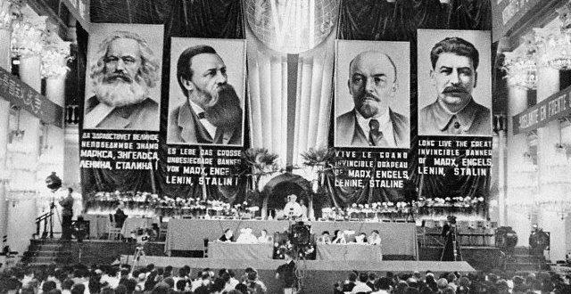 A III Internacional e sua  destruição pelos stalinistas