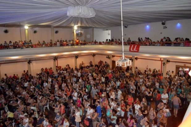 Em 15/3, uma atividade sobre a Reforma da Previdência reuniu milhares de servidores paralisados. Foto: Kályta Morgana de Lima