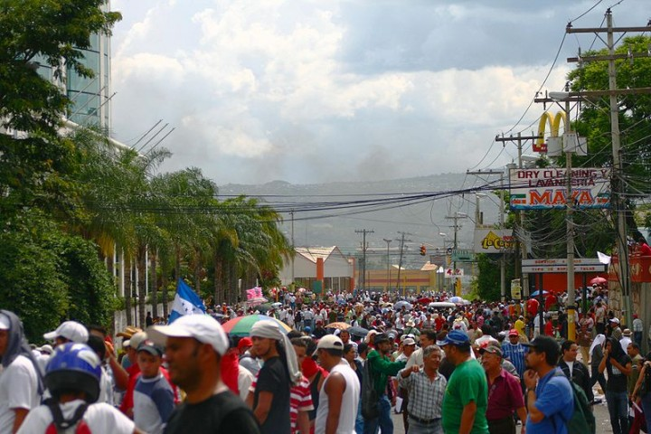 2009 Honduras demonstration Image Flickr eduardoferreira