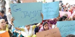 female student protesting against jamiat goons