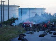 فرانس:ہڑتال کے باعث تیل کی قلت؛آج اخبار بھی نہیں چھپ سکیں گے