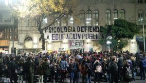 ارجنٹائن: یونیورسٹی آف بیونس آئرس میں تعلیمی بجٹ میں کمی کے خلاف ہونے والا مظاہرہ