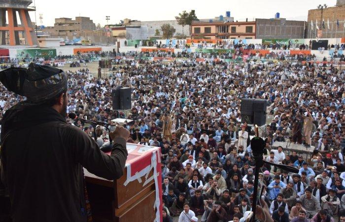 پشتون لانگ مارچ: ریاستی جبر کے خلاف پشتون عوام کا پھیلتا ہوا آتش فشاں