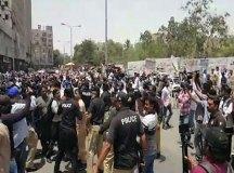 کراچی: نرسز دھرنے پر پولیس کریک ڈاؤن اورگرفتاریوں کی شدید مذمت کرتے ہیں؛ مطالبات پورے کیے جائیں!