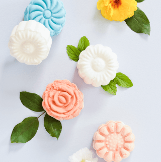 Make Your Own Flower Shaped Bubble Bars (click through for tutorial)
