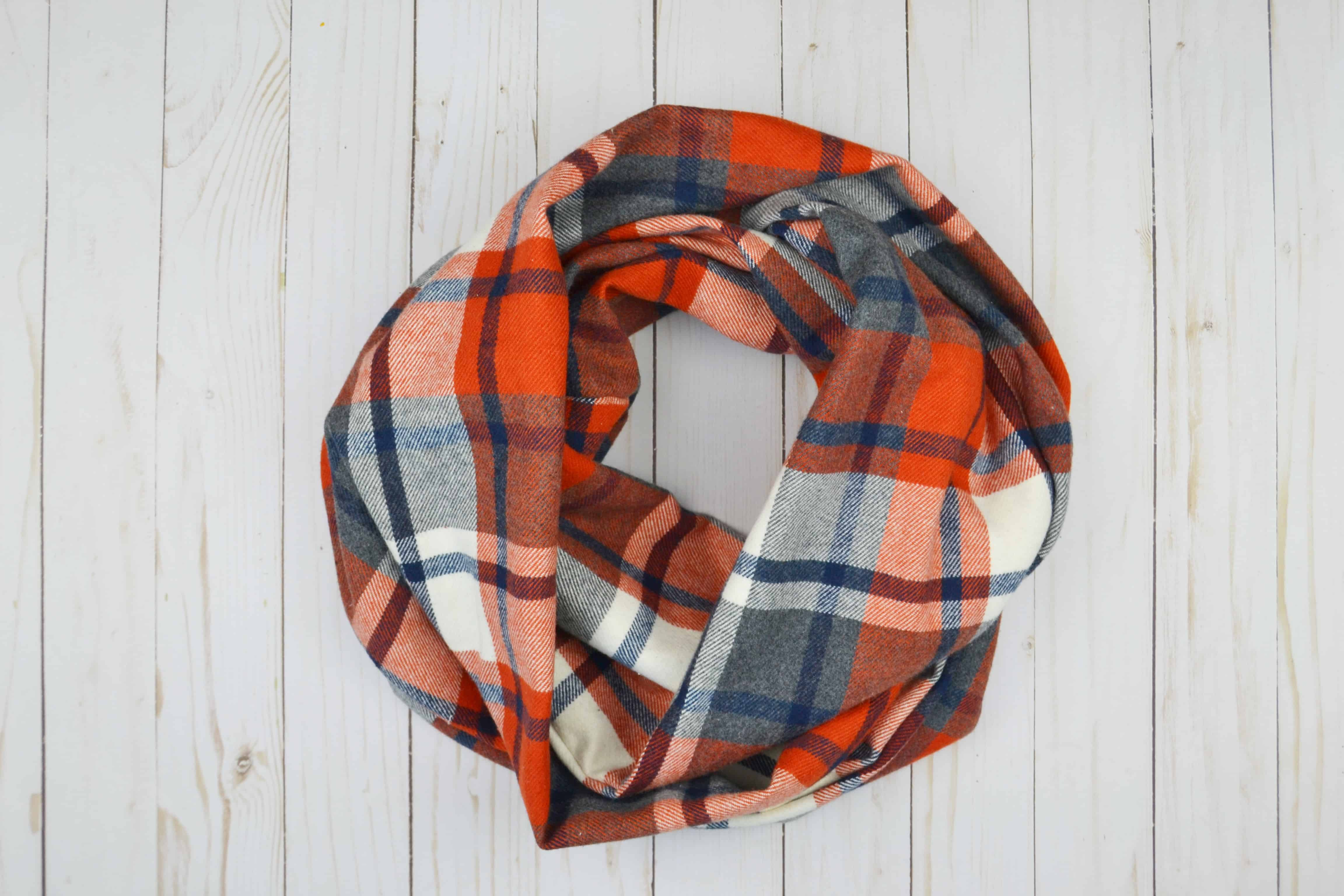 You need to make one of these infinity scarves following this easy tutorial. Cat from Mary Martha Mama shows how you can sew an infinity scarf.