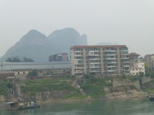 Smoggy air along the river west of Yueyang