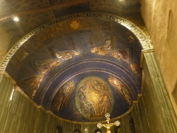 Behind the central apse are more modern mosaics
