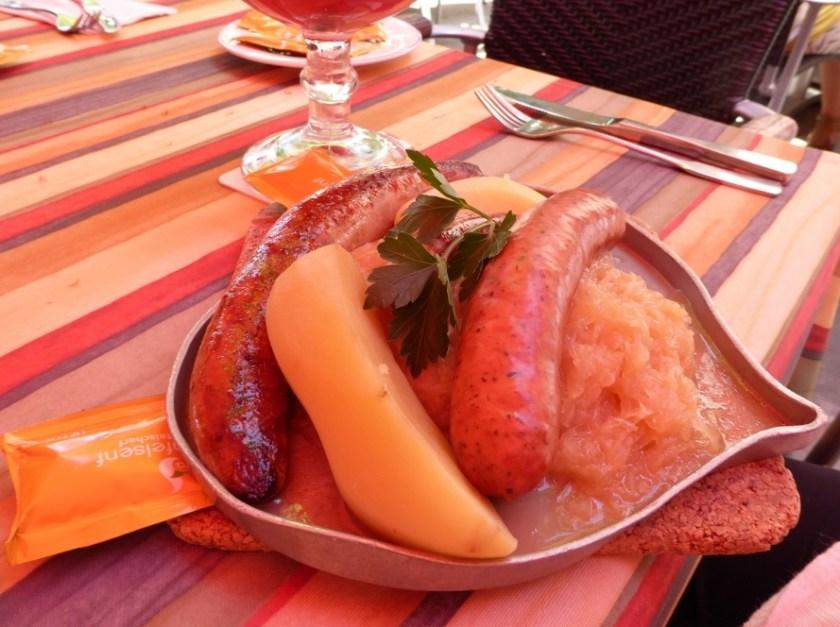 Wurst, kartoffel, und sauerkraut