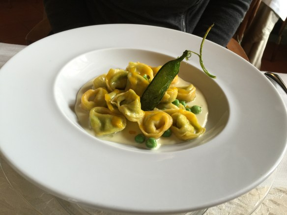 Sarah's lunch is the prettiest, tortellini con piselli!