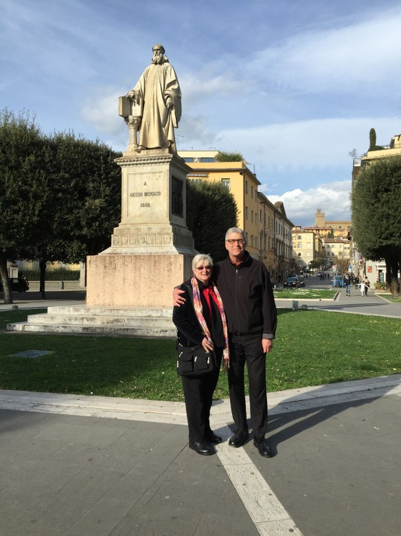 Mary and John in front of the statue of Guido Monaco