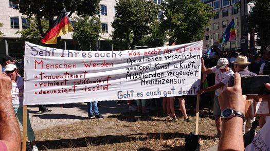 lesenswertes Plakat Demo 1. August 2020, Berlin