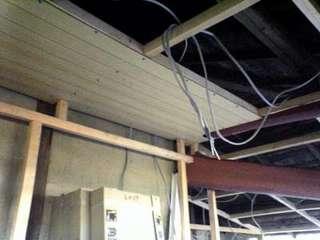 天井を貼り始めました。