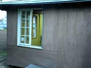 北側にも窓を付けました。