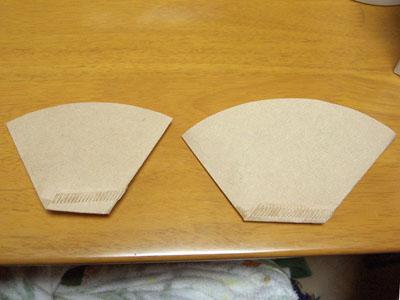 左がドーナッツドリッパー用の折り方です。