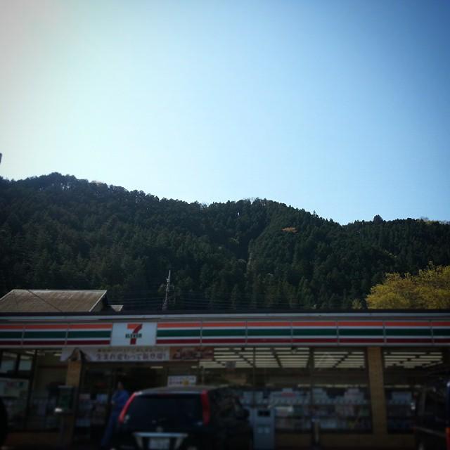 山とセブンイレブン