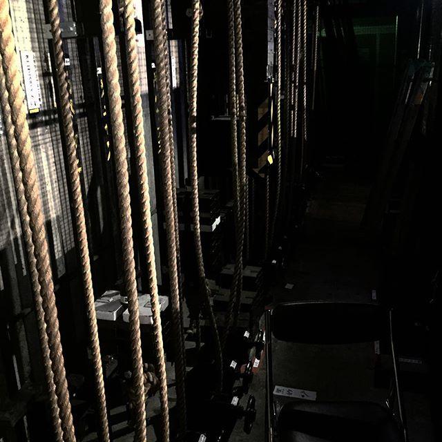 週末はここで働いてます。でも吊り物は、紗幕一本だけどねw