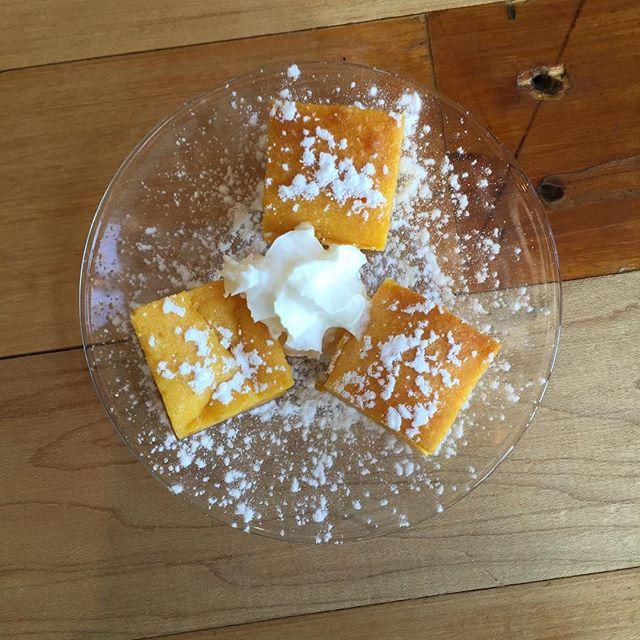 ミニパンプキンスクエアケーキ粉糖が固まっちゃった。