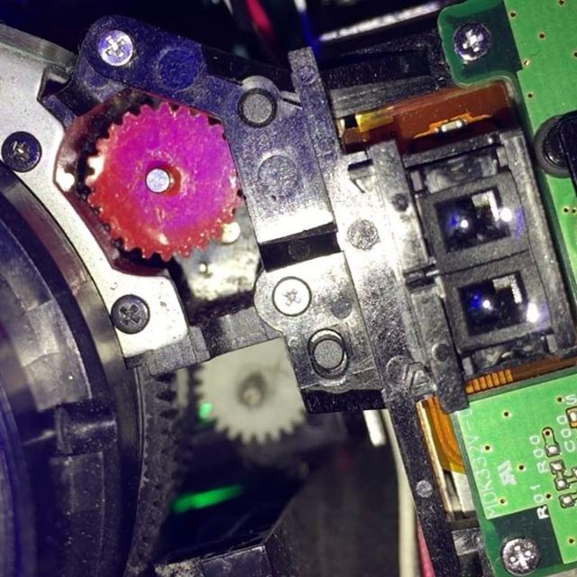 プロジェクターのモーターライズフォーカスのギアが割れたのだった。無事修理出来た。#trinus3d