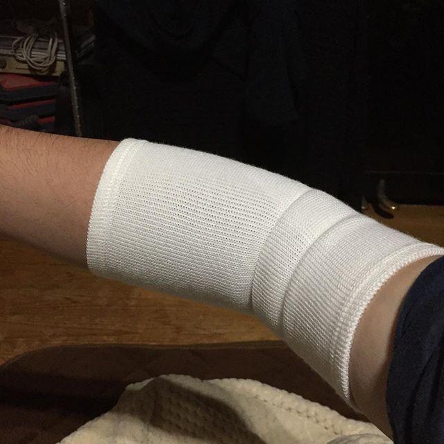 まぁ、いきなりどうしたのかと言うと、右肘を痛めました。お湯の入ったポットが辛いです......