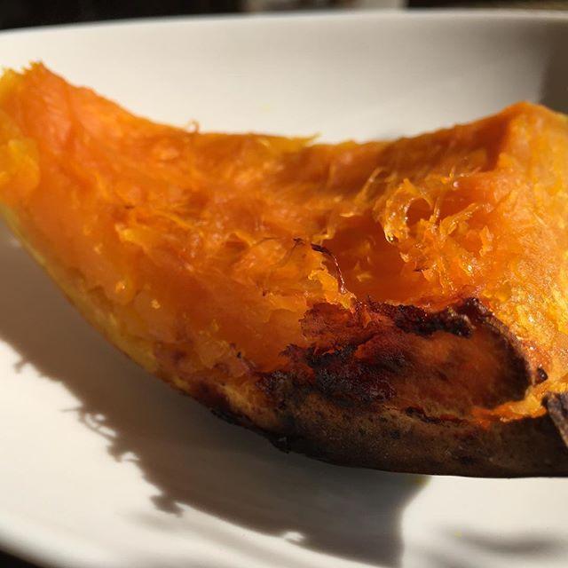 ストーブで焼き芋作ると美味しいから、カボチャを焼いても美味しくなるかな?