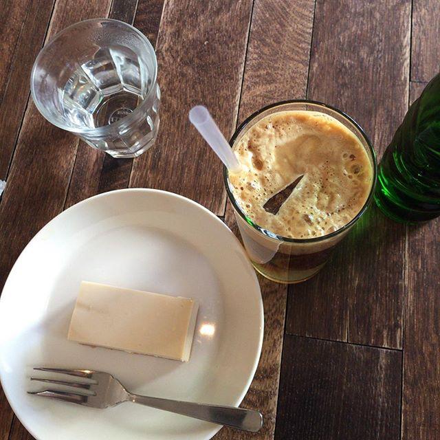 そして1roomさんで、espresso tonic とチーズケーキ。